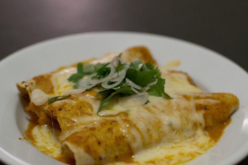 800px-Enchiladas_suizas